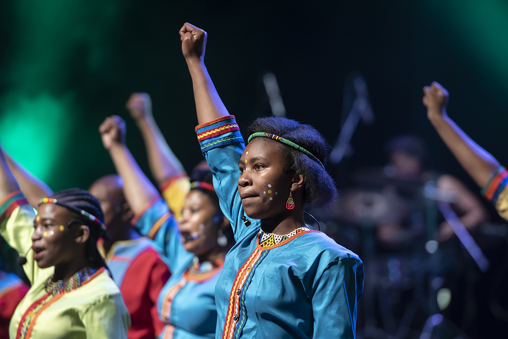 The Mzansi Youth Choir was established in July 2003 with the aim of affording talented, underprivileged teenagers and young adults (14-24 years) the opportunity to proficiently perform locally and abroad